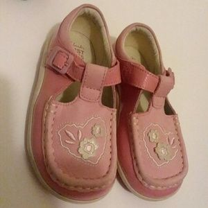 NWT Clarks pink leather girls shoes 7G